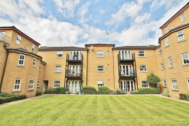 Flat to rent in White Lodge Close, Isleworth