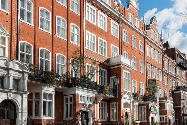 Thumbnail Flat to rent in Lennox Gardens, Knightsbridge