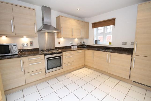 3 bed flat to rent in Hook Heath Avenue, Woking, Surrey
