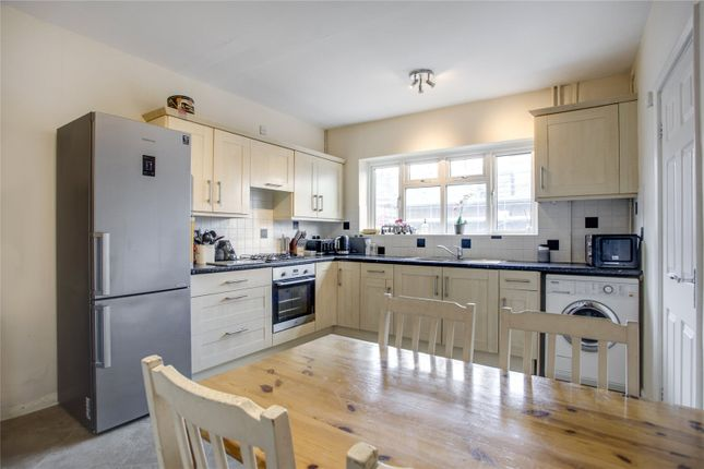 2 bed flat for sale in The Broadway, Market Place, Chalfont St Peter, Buckinghamshire SL9
