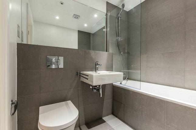 Bathroom of Shacklewell Lane, London E8