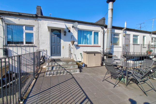 Thumbnail Flat for sale in Furtherwick Road, Canvey Island