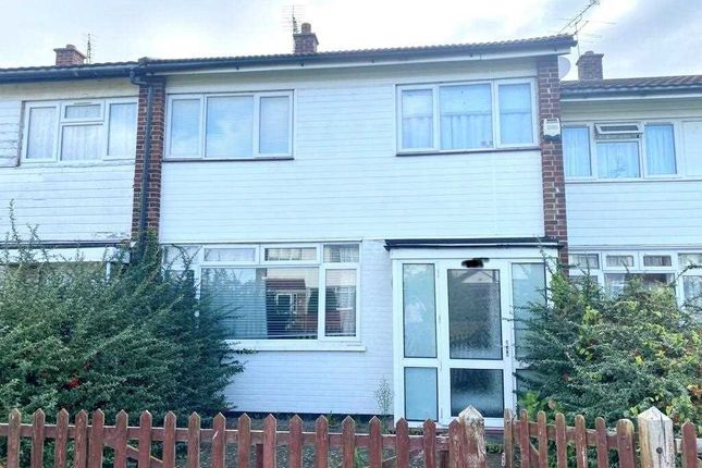 3 bed terraced house to rent in Common Road, Langley, Slough SL3