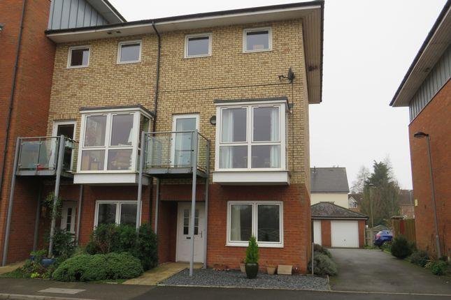 Thumbnail Town house for sale in Kempton Drive, Warwick