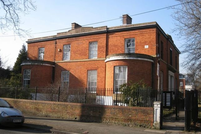 Flat to rent in Swinton Grove, Manchester