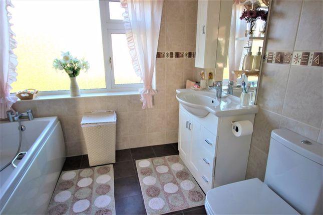 Family Bathroom of Oak Tree Avenue, Edwinstowe, Mansfield NG21