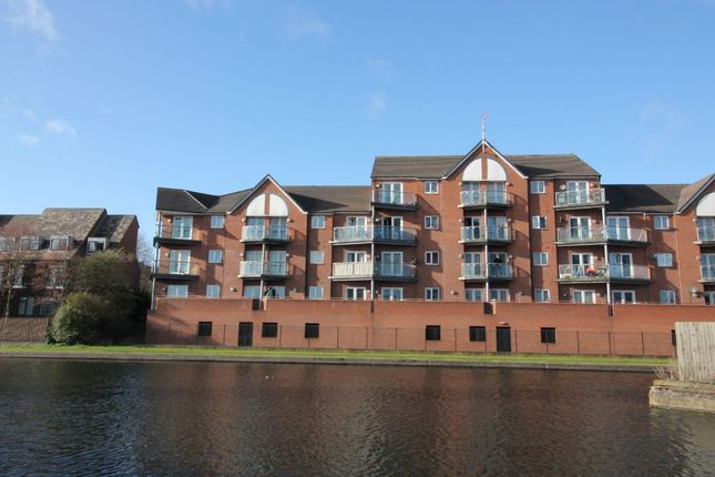 2 bed flat to rent in Waterfront Way, Walsall WS2