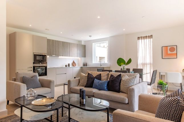 Thumbnail Flat for sale in The Avenue, Bronesbury, London