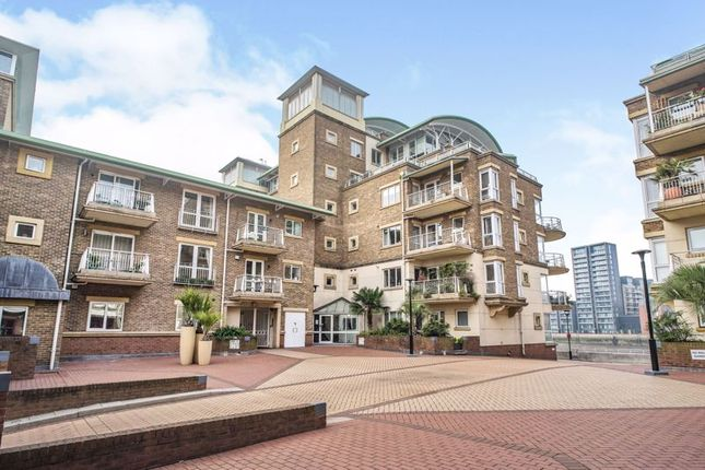 Thumbnail Flat for sale in Chatfield Road, London