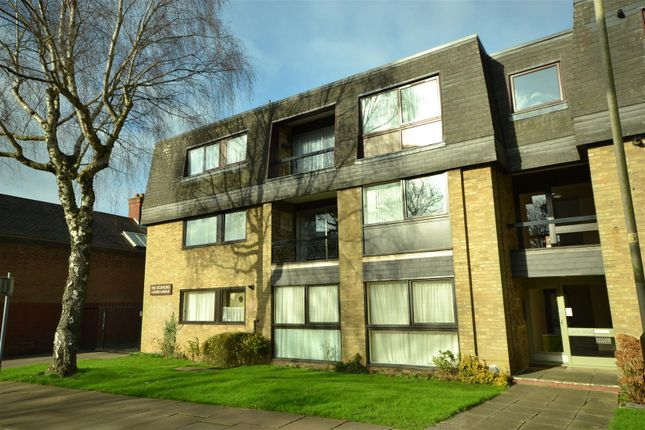 Thumbnail Flat for sale in North Avenue, Leicester