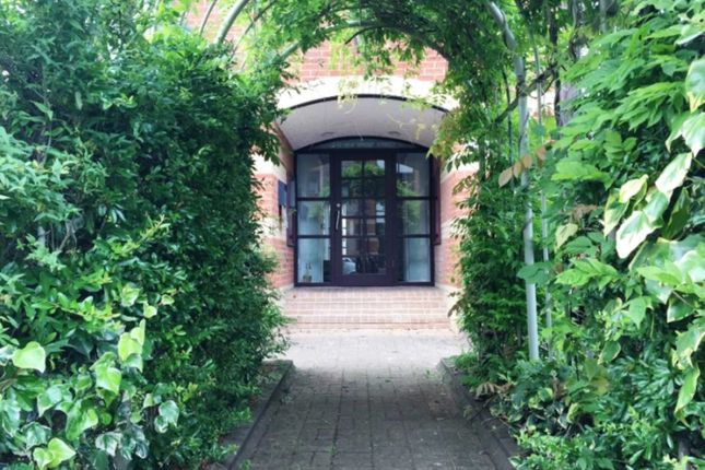 Thumbnail Flat to rent in New Bright Street, Reading