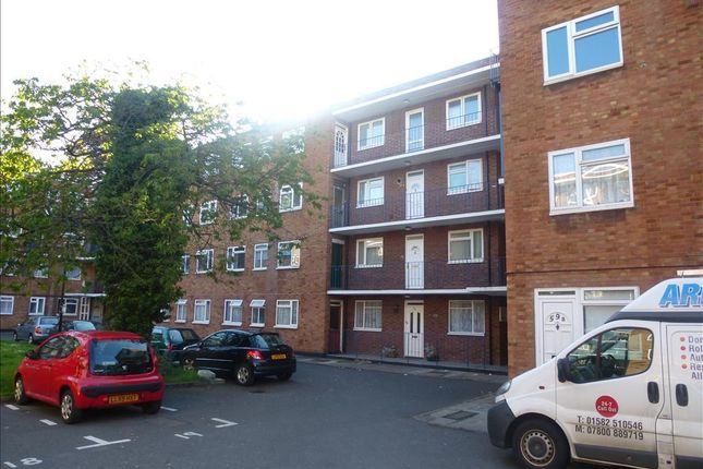 Flat to rent in High Street South, Dunstable