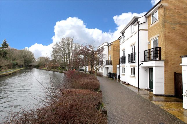 Thumbnail Property for sale in Grand Union Way, Kings Langley