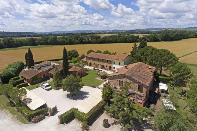 Thumbnail Farmhouse for sale in Deruta, Deruta, Perugia, Umbria, Italy