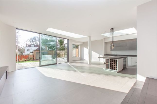 Thumbnail Property to rent in Hillway, London