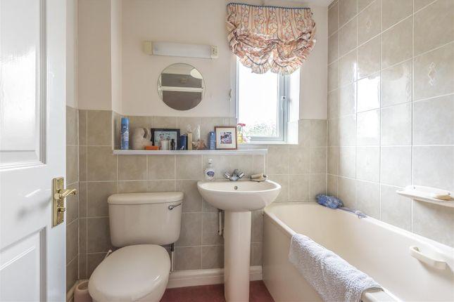 597650 (14) of Thornleas Place, East Horsley, Leatherhead KT24