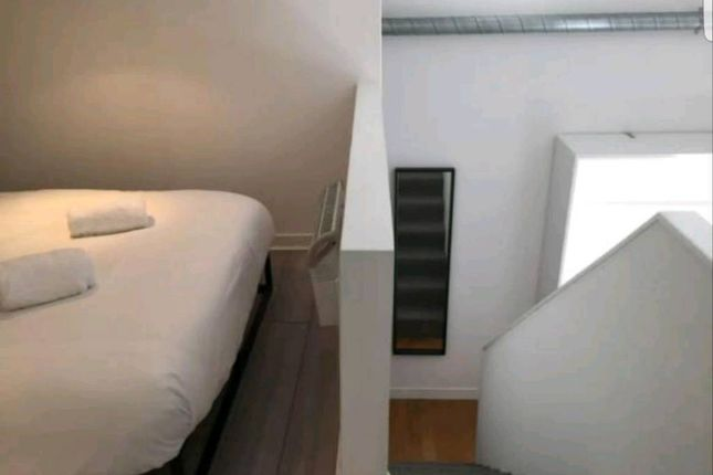 Bedroom Area of George Street, Manchester City Centre M1