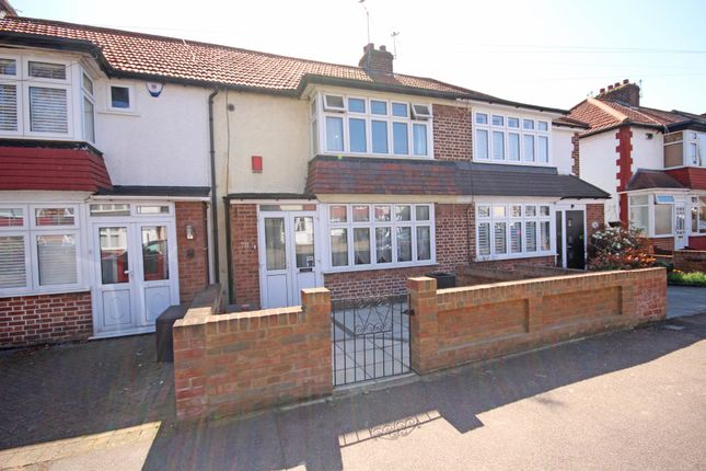 Thumbnail Terraced house for sale in Avondale Drive, Loughton