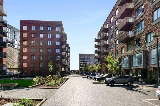Thumbnail Flat to rent in Wallis Walk, London