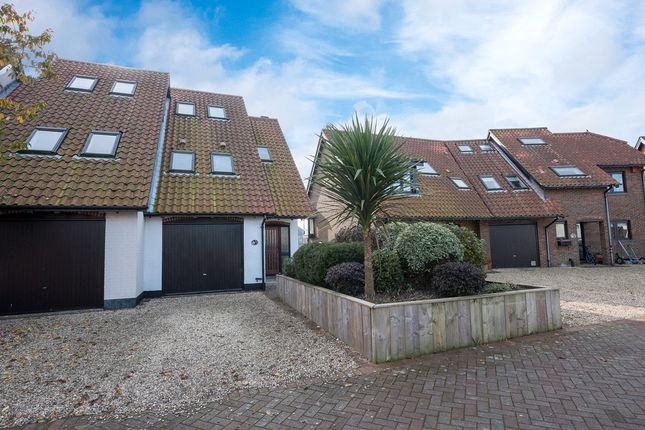 Thumbnail Town house for sale in Velsheda Court, Hythe, Southampton