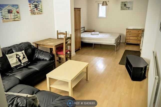 Studio to rent in Tylors Court, Tylorstown, Ferndale CF43