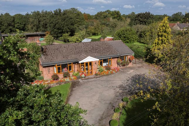 Thumbnail Bungalow for sale in Haseley Knob, Warwick, Warwickshire