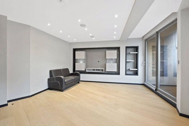 Flat for sale in Holmes Road, Kentish Town, London
