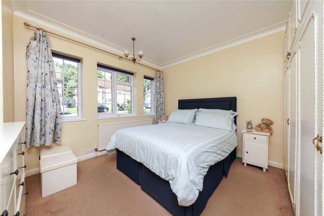 Picture No. 06 of Springfield Close, Stanmore HA7