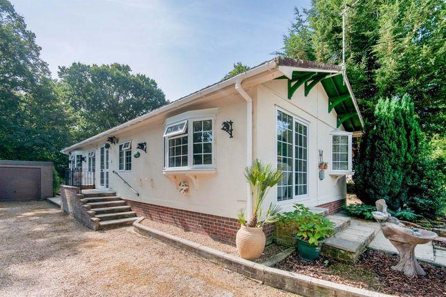 2 bed mobile/park home for sale in Deanland Wood Park, Golden Cross, Hailsham BN27
