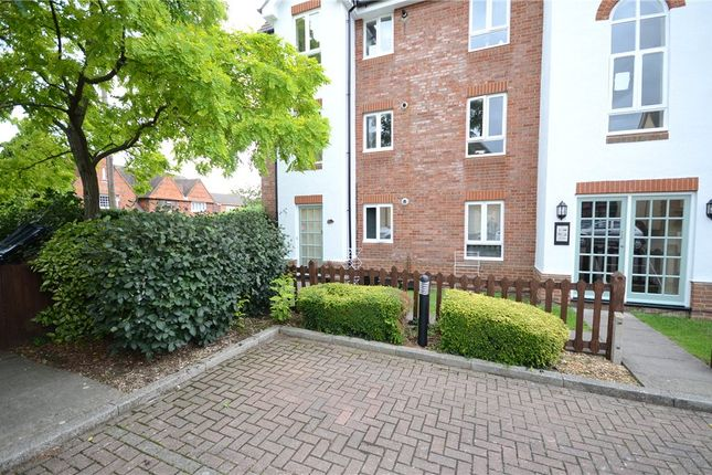 Thumbnail Flat for sale in Hartigan Place, Woodley, Reading