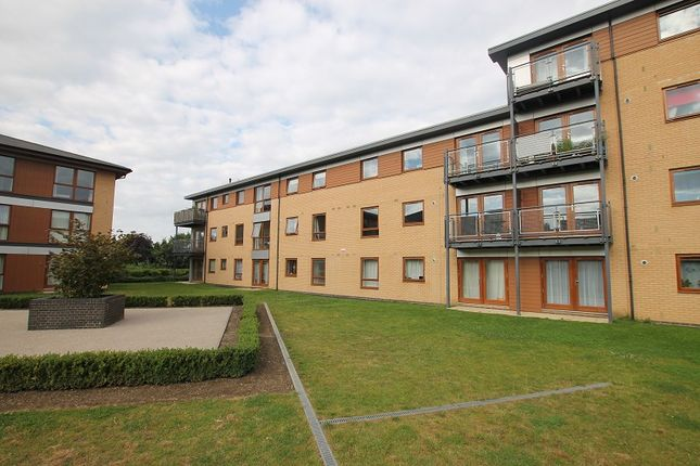 2 bed flat for sale in Commonwealth Drive, Crawley, West Sussex.
