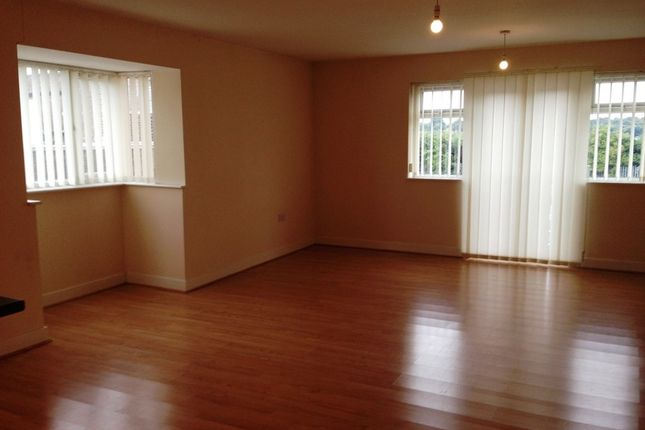 Thumbnail Maisonette to rent in Hunters Way, Leeds