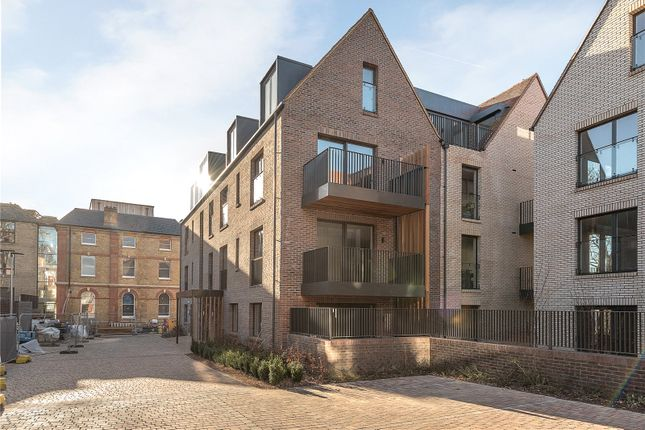 Thumbnail Flat for sale in Garden Apartments, Woodside Square, London