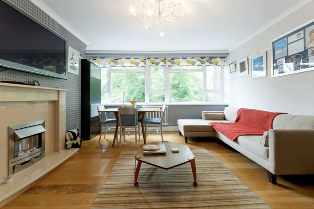 Thumbnail Flat to rent in Greenwich High Road, London