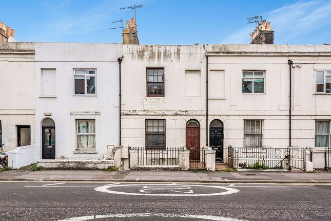 2 bed flat to rent in Viaduct Road, Brighton BN1