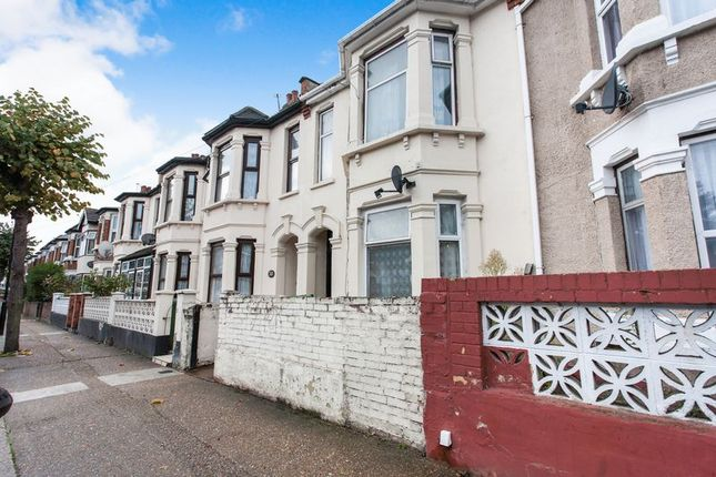 Thumbnail Property for sale in Harcourt Avenue, London