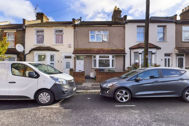 2 bed flat for sale in Albion Road, Walthamstow, London E17