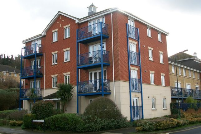 Thumbnail Flat to rent in 2 Bed Flat, Appplecross Close, The Esplanade, Rochester