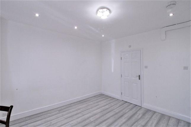 Room to rent in North Avenue, Harrow