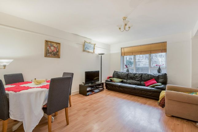 Flat to rent in Abbots Manor, London