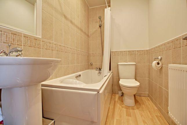 Bathroom 1 of Richards Field, Chineham, Basingstoke RG24