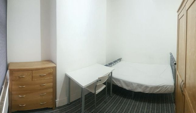 Thumbnail Property to rent in Lords Avenue, Salford