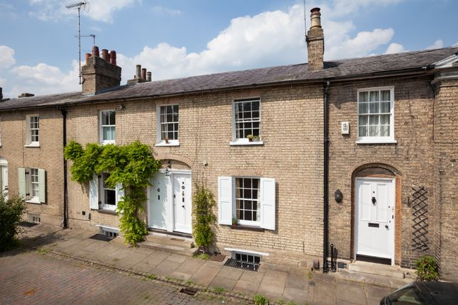 Thumbnail Terraced house for sale in Willow Walk, Cambridge