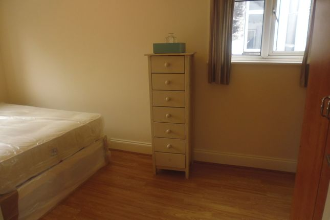 Thumbnail Flat to rent in High Street, Colliers Wood