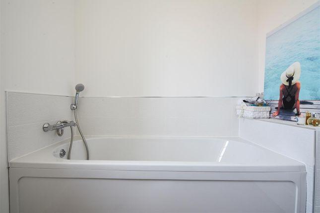 Family Bathroom of Marl Close, Ruddington, Nottingham NG11