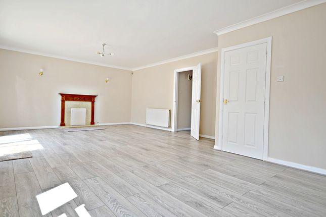 Thumbnail Detached house to rent in London Road, Langley, Slough