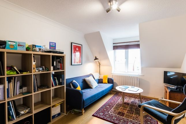 Thumbnail Flat to rent in Craven Road, Newbury