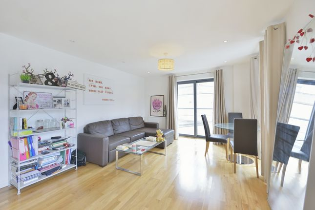 2 bed flat to rent in Calvin Street, London E1