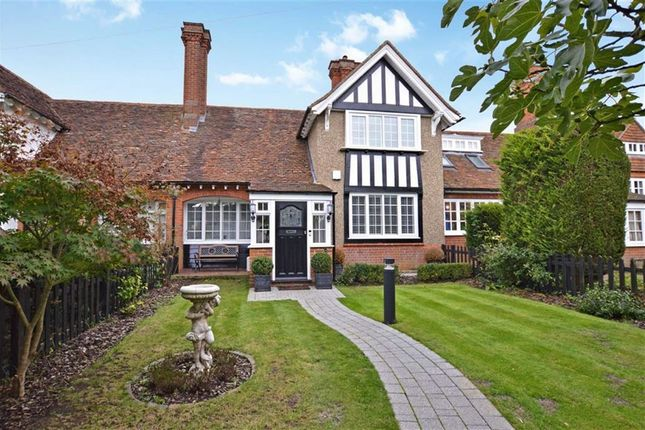 Thumbnail Cottage for sale in High Street, Epping