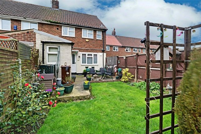 Picture No. 01 of Rosedale Grove, Hull, East Yorkshire HU5